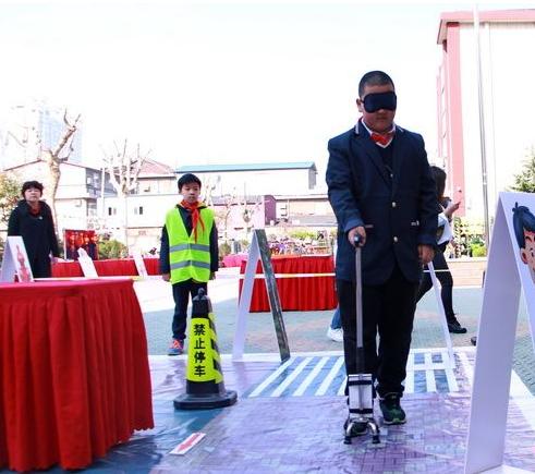 """济南小学生发明盲人""""智能拐杖""""专利申请"""