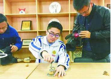 山东济南高中男生发明剥壳器专利卖1万